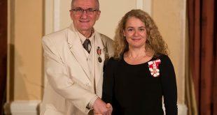 Prof. Vania Atudorei, decorat cu Medalia pentru benevolat a MS Regina Elisabeta a II-a a Marii Britanii si Canadei