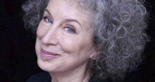 Scriitoarea canadiana Margaret Atwood, distinctie rara acordata de Regina Elisabeta a II-a